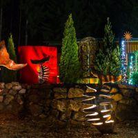Beleuchtete Fische im Garten